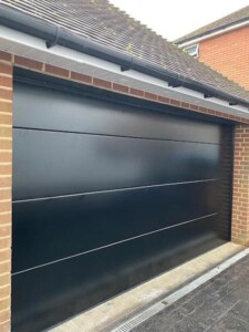 Sectional double-door black insulated 40mm L ribbed