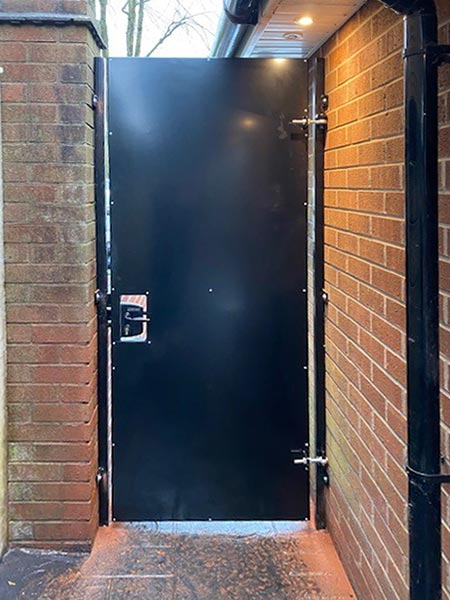 Solid steel side-gate with locinox handle 4040 box-section steel frame